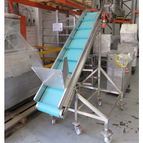 Incline Conveyor with Cleated Belt